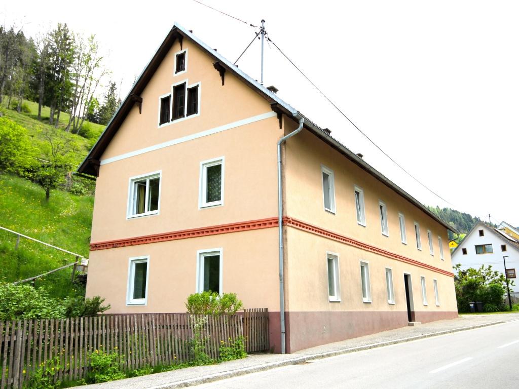 Idyllisches Mehrfamilienwohnhaus in Lölling