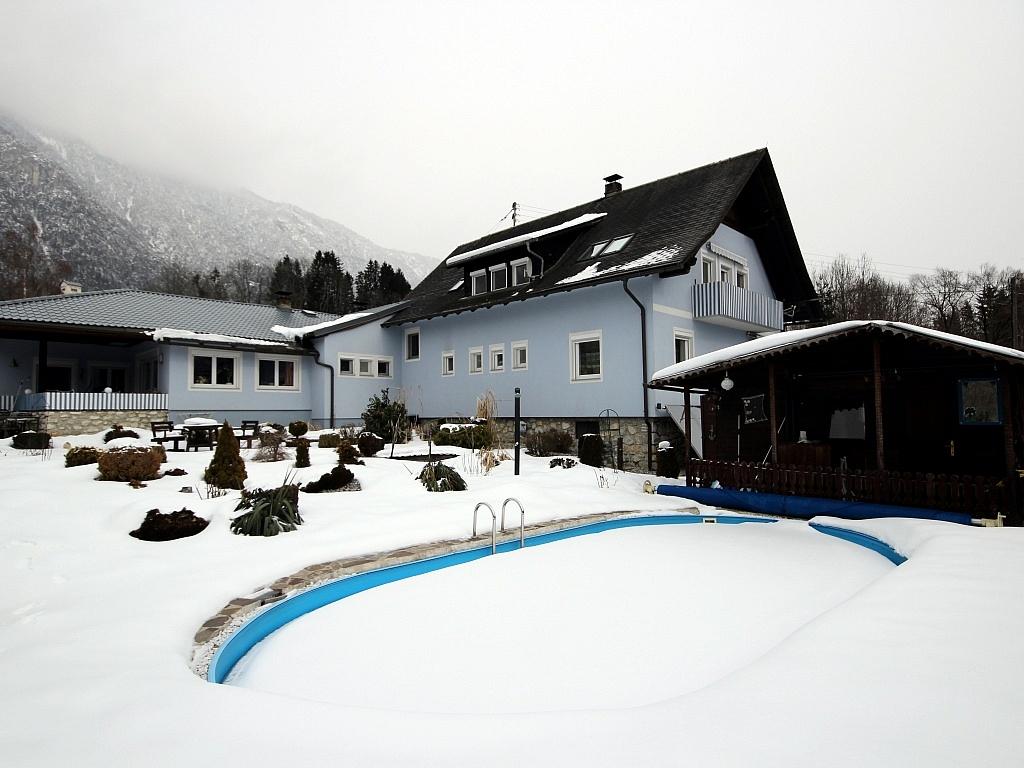 Mehrfamilienwohnhaus mit Pool Nähe Pressegger See