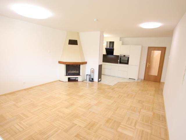 Schöne sanierte 3 Zi Wohnung in Welzenegg mit TG