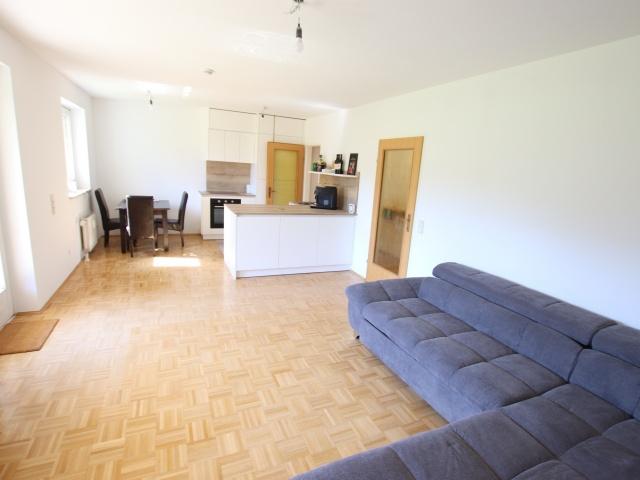 Tolle 2 Zi Wohnung mit 190m² Garten und Tiefgarage